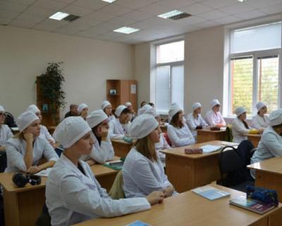 140 студентов-медиков работают в больницах Крыма