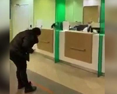 Из-за коронавируса в российском банке в корне изменилось обслуживание? (ВИДЕО)