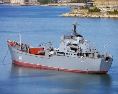 Военные моряки спасли в Севастополе тонущего рыбака