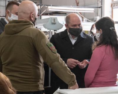 Швейная фабрика приступила к пошиву медицинских масок в Севастополе