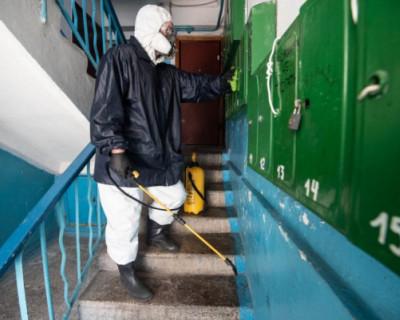 В Севастополе продолжается дезинфекция подъездов и улиц города