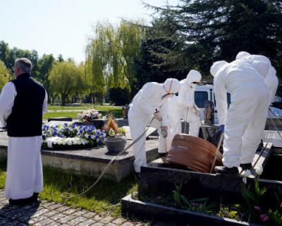 Коронавирус не даёт родственникам попрощаться с умершими
