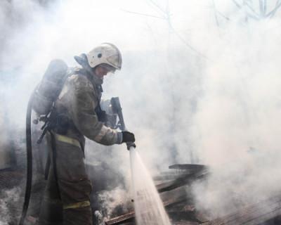 В Севастополе из-за горящих досок чуть не погибли люди