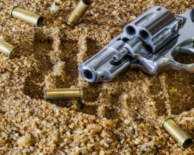 Полицейский выстрелил в ногу крымчанину, который попытался напасть на его напарника
