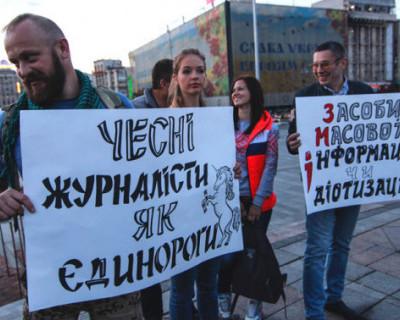 Как бандеровский агитпроп пытается работать против российских военных в Крыму