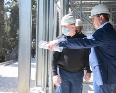 Врио губернатора Севастополя проверил строительство модульного корпуса инфекционной больницы