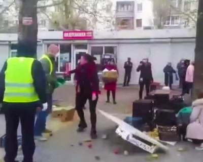Нелегальные продавцы устроили драку на рынке Севастополя