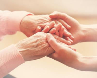 Соцработники продолжают помогать севастопольцам на дому