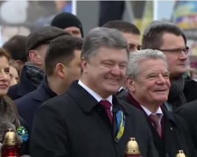 """Порошенко хохочет над """"жертвами евромайдана"""" (видео)"""