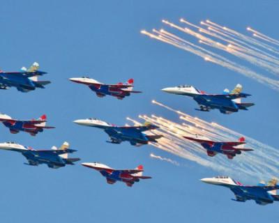 Военная техника пролетит над городами России в День Победы