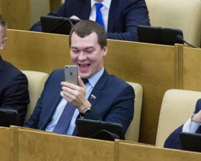 «Выгодная столовка за наш счёт». Как менялась зарплата депутатов Госдумы РФ (ВИДЕО)
