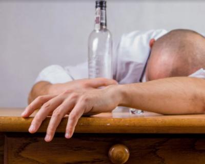 Житель Севастополя остался без ящика водки