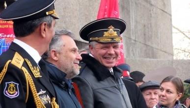 Командующий ЧФ Александр Витко встретил День защитника Отечества  на главной площади вместе с севастопольцами (фото)
