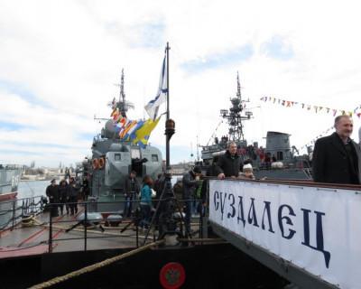 Более  9 000 человек посетили корабли ЧФ в Севастополе 23 февраля (фото)
