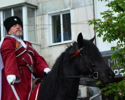 Полицейские и казаки патрулируют города в Крыму