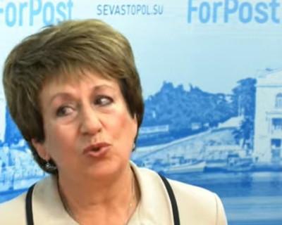 С умилением на лице сенатор Алтабаева даёт понять, как ловко сумела устроиться в жизни благодаря детской доверчивости севастопольцев