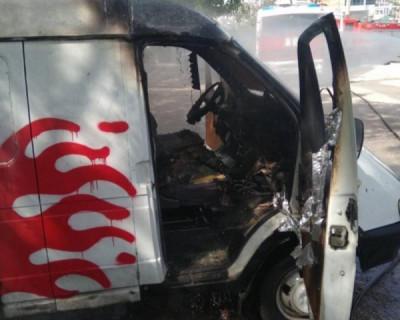 В Севастополе загорелся автомобиль