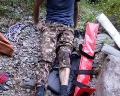 Крымские спасатели эвакуировали туриста с переломами обеих ног