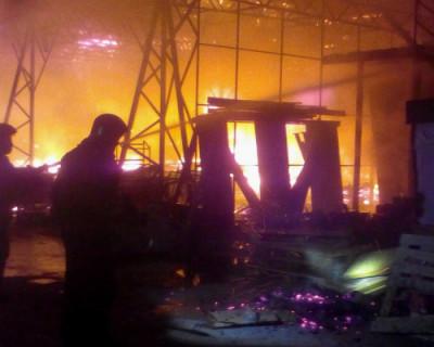 Спасатели Севастополя потушили пожар в складском помещении