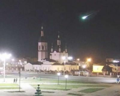 Россияне стали свидетелями падения яркого метеорита (ВИДЕО)