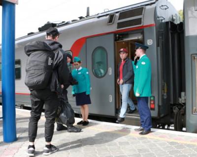 С поезда — в обсерватор: как встречают гостей на вокзале в Севастополе