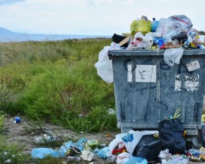 В Госдуме предложили компенсировать ветеранам боевых действий оплату вывоза мусора