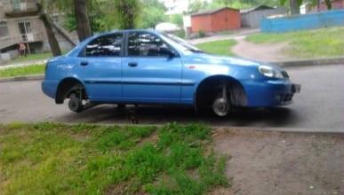 Автовладельцам на заметку! В Севастополе по ночам снимают колеса с автомобилей