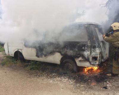 В Севастополе сгорел брошенный автобус