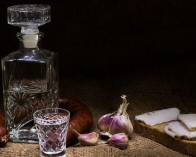 Самым безопасным продуктом в России стала водка