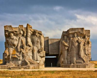 С подрядчиком реконструкции мемориального комплекса Аджимушкайских каменоломен договор будет расторгнут