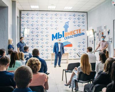Врио губернатора Севастополя вручил благодарственные письма волонтерам