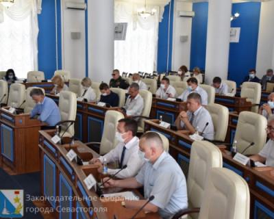 Заседание Заксобрания Севастополя было информативно насыщенным: чиновники докладывали, депутаты слушали
