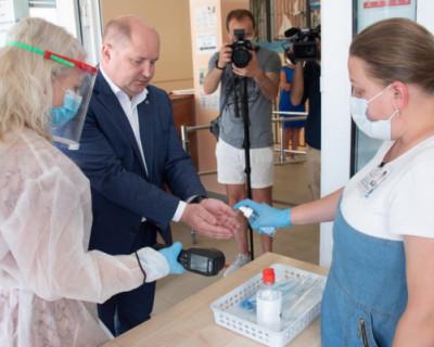 Михаил Развожаев проверил готовность участков к голосованию по поправкам в Конституцию