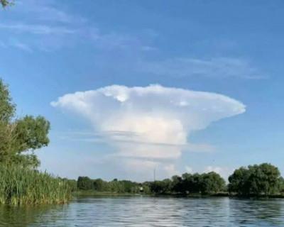 Киев накрыло облако в форме ядерного гриба