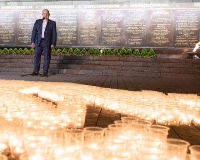 В Севастополе зажгли «Свечу памяти»