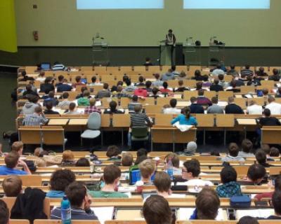 В российских ВУЗах сокращается число платных студентов