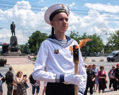 В Севастополе прошла церемония слияния вечных огней