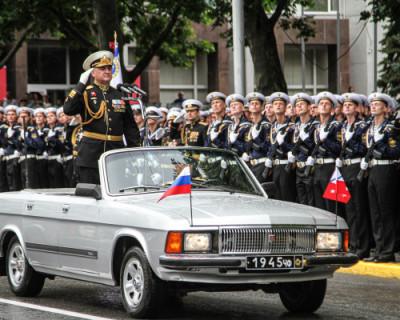 К 75-летию Великой Победы: парадные расчеты спасателей на площади Нахимова в Севастополе