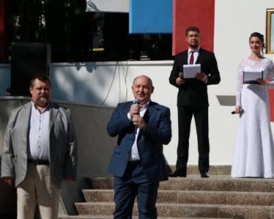 Врио губернатора открыл обновленную Доску Почета Балаклавского муниципального округа
