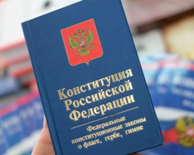 Севастопольцы посвящают Конституции стихи и поддерживают поправки Путина