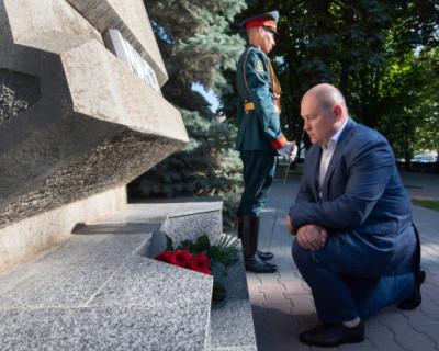 Врио губернатора Севастополя почтил память защитников города от немецко-фашистских захватчиков