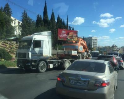 Провода троллейбусной сети упали на дорогу в Севастополе