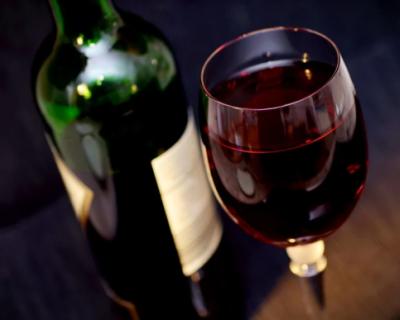 Севастопольцы могут пожаловаться на продажу алкоголя в доме, не выходя на улицу
