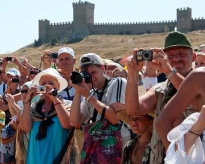 Только за первые 10 дней июля Крым принял 400 тысяч туристов