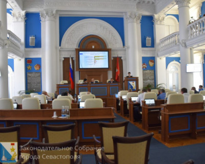 Завершилась вторая сессия Заксобрания Севастополя. Депутаты рассказывали о своих достижениях и гордились собой