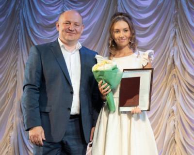 Врио губернатора Севастополя от красного диплома отделяла одна четвёрка