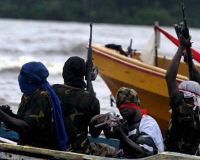 В Гвинейском заливе пираты захватили 13 моряков из России и Украины