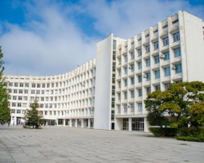 Севастопольский государственный университет построил место для «курилки», а на библиотеку не хватило денег?