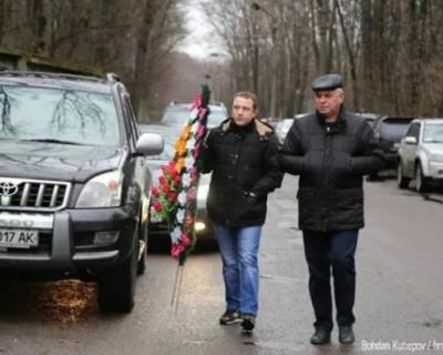 В понедельник, 2 марта на Южном кладбище в Киева прошли похороны  Михаила Чечетова