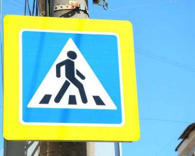 Крымчанка, сдавая назад, сбила двух стоящих пешеходов